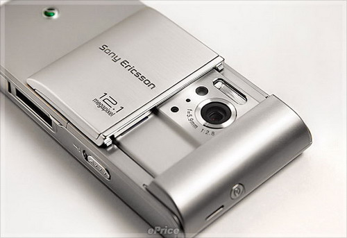 sonyericsson-satio-silver-02