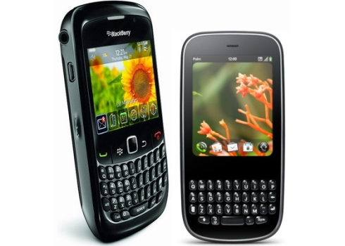BlackBerry-Curve-8520-vs-Palm-Pixi