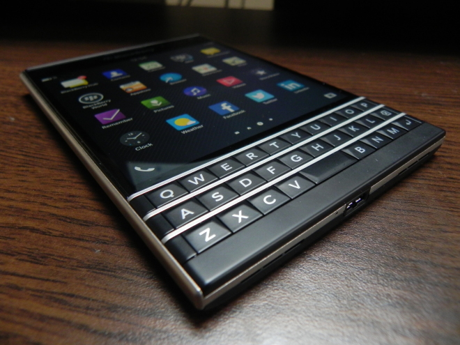 Black-Berry-Passport_006