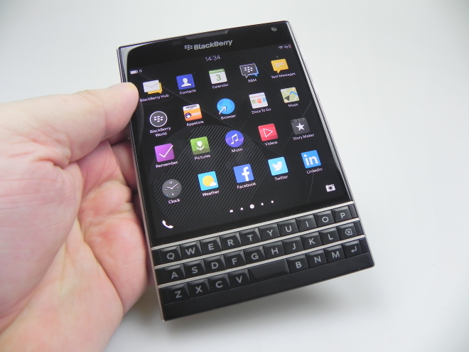 Black-Berry-Passport_063