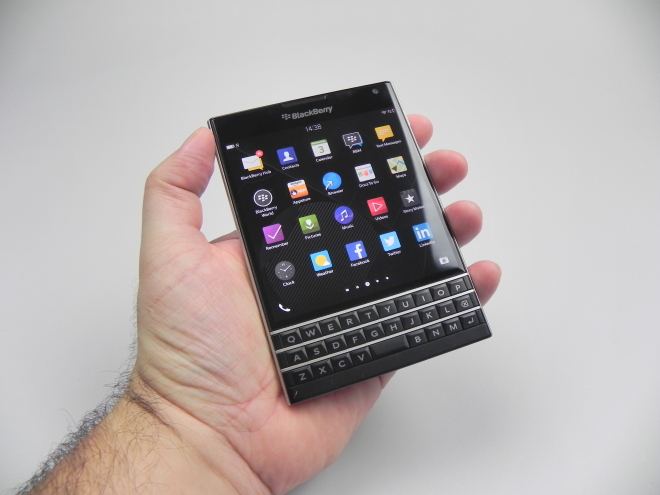 Black-Berry-Passport_093
