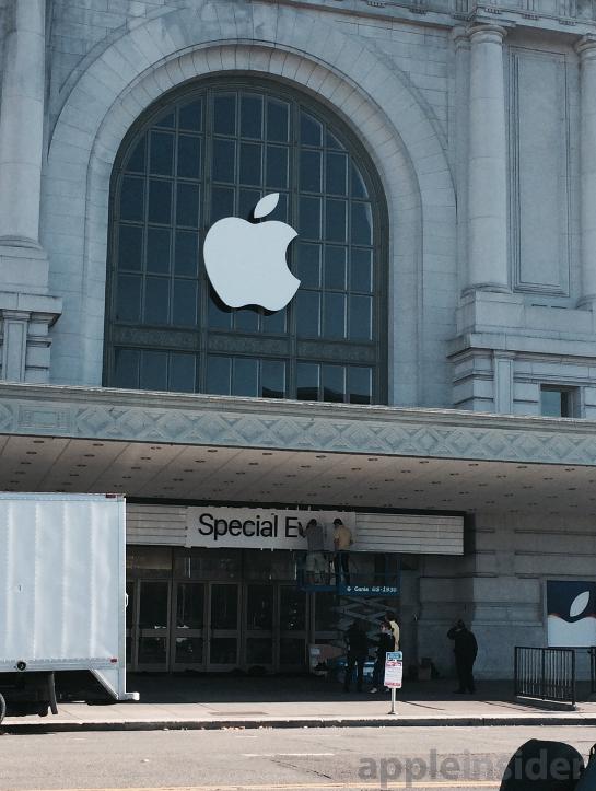 Apple-prepares-Bill-Graham-auditorium-in-San-Francisco-for-Tuesdays-event