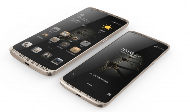 ZTE_AXON_and_the_newly_launched_AXON_mini