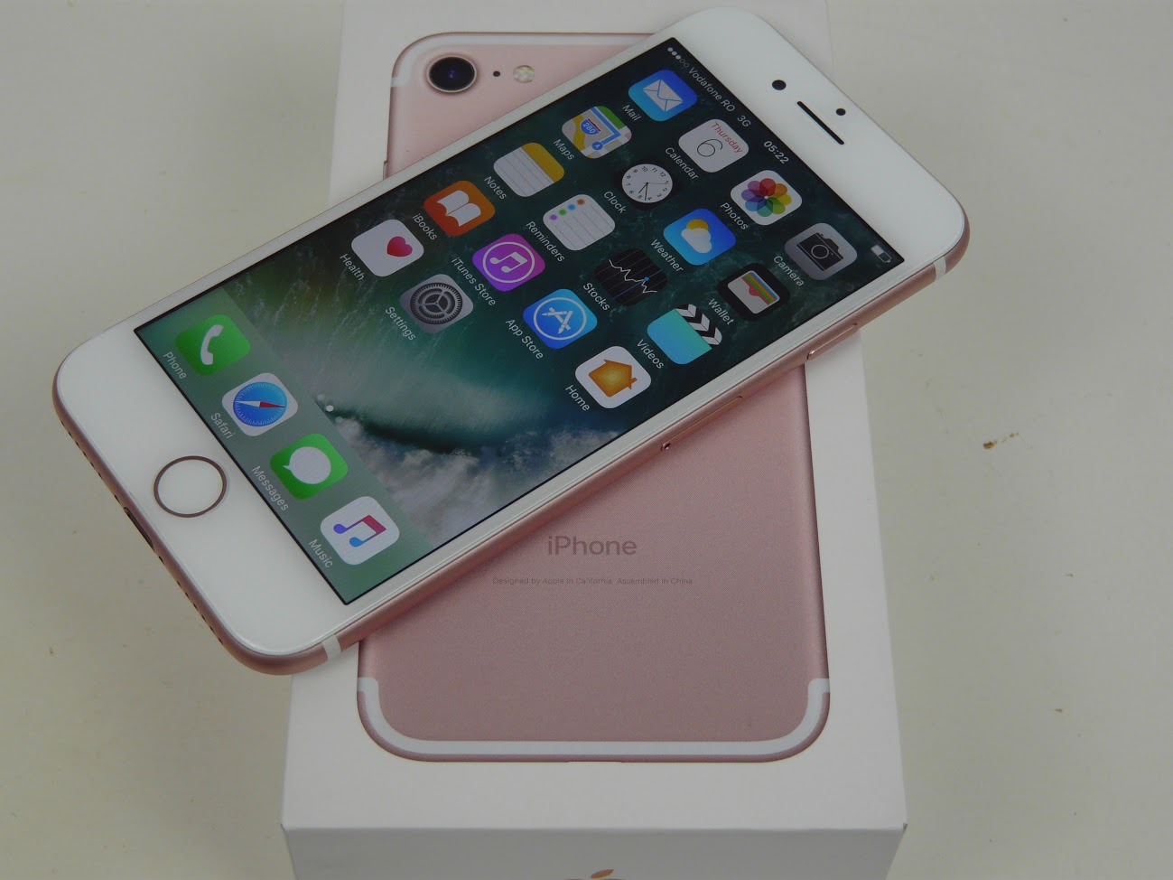 apple iphone 7 unboxing 32 gb rose gold a familiar face gives up some trademark traits. Black Bedroom Furniture Sets. Home Design Ideas