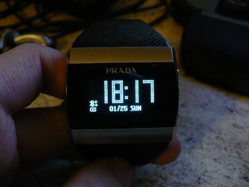 lg-prada-link-bluetooth-watch