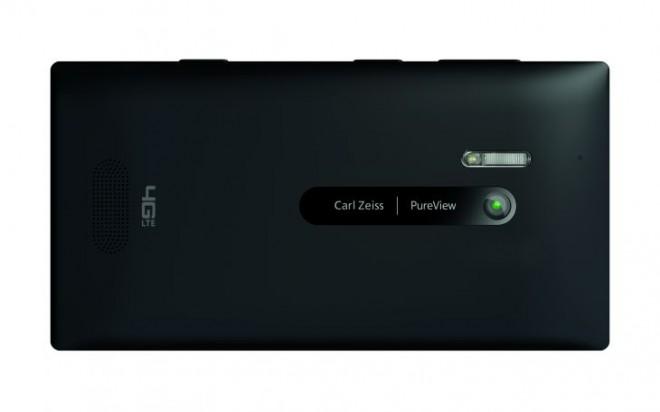 700-nokia-lumia-928-black-landscape-back