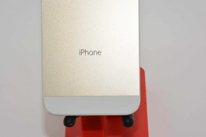 Champagne-Apple-iPhone-5S-surfaces (2
