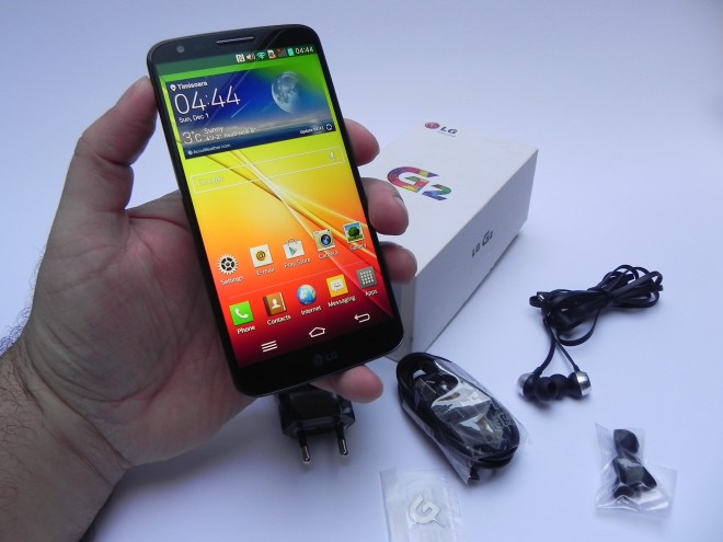 LG G2 Unboxing: the Handset With Back Side Buttons Gets Unboxed (Video)