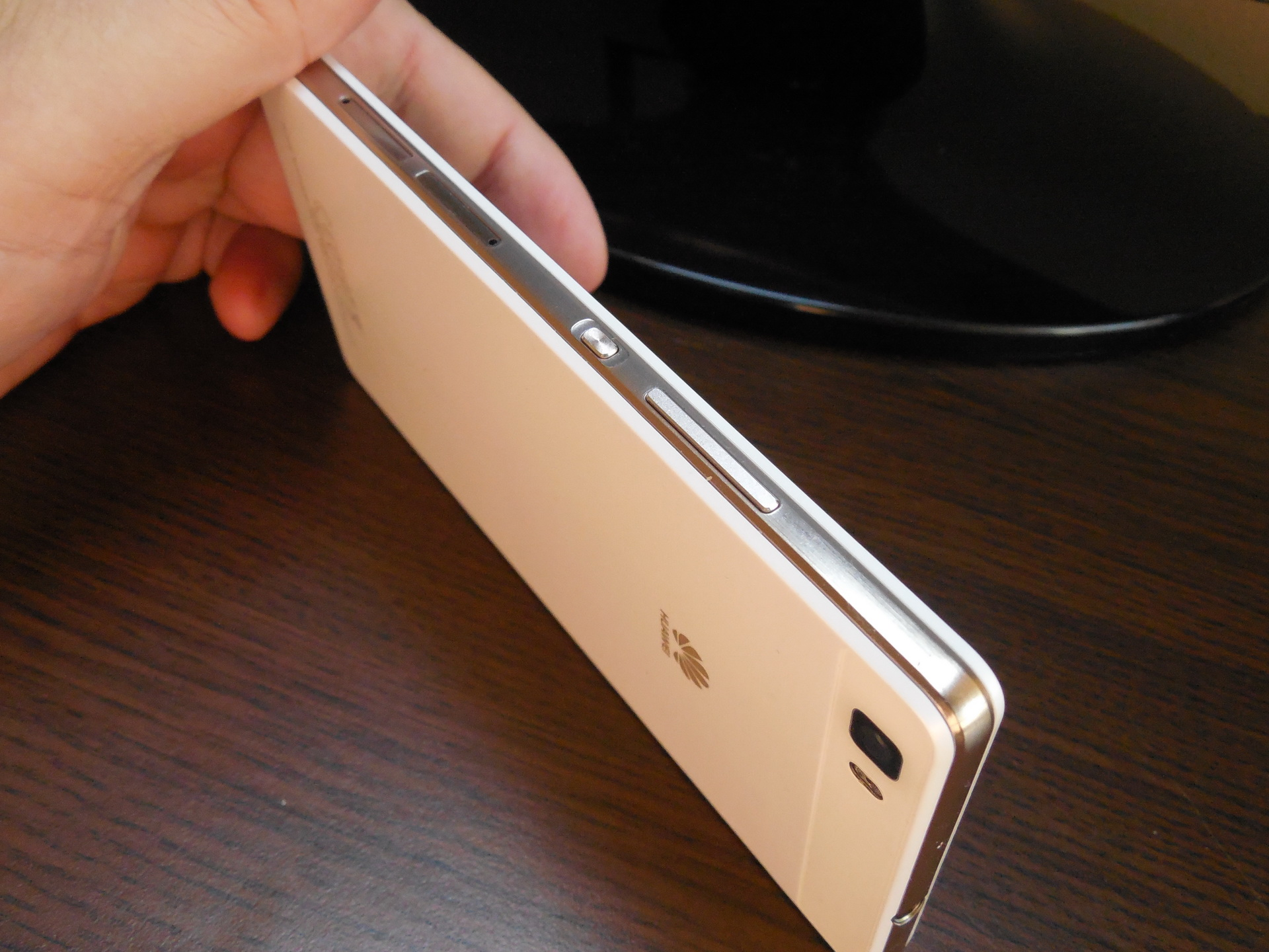 Huawei P8 Lite Review: Light and Affordable, Once Again an ...