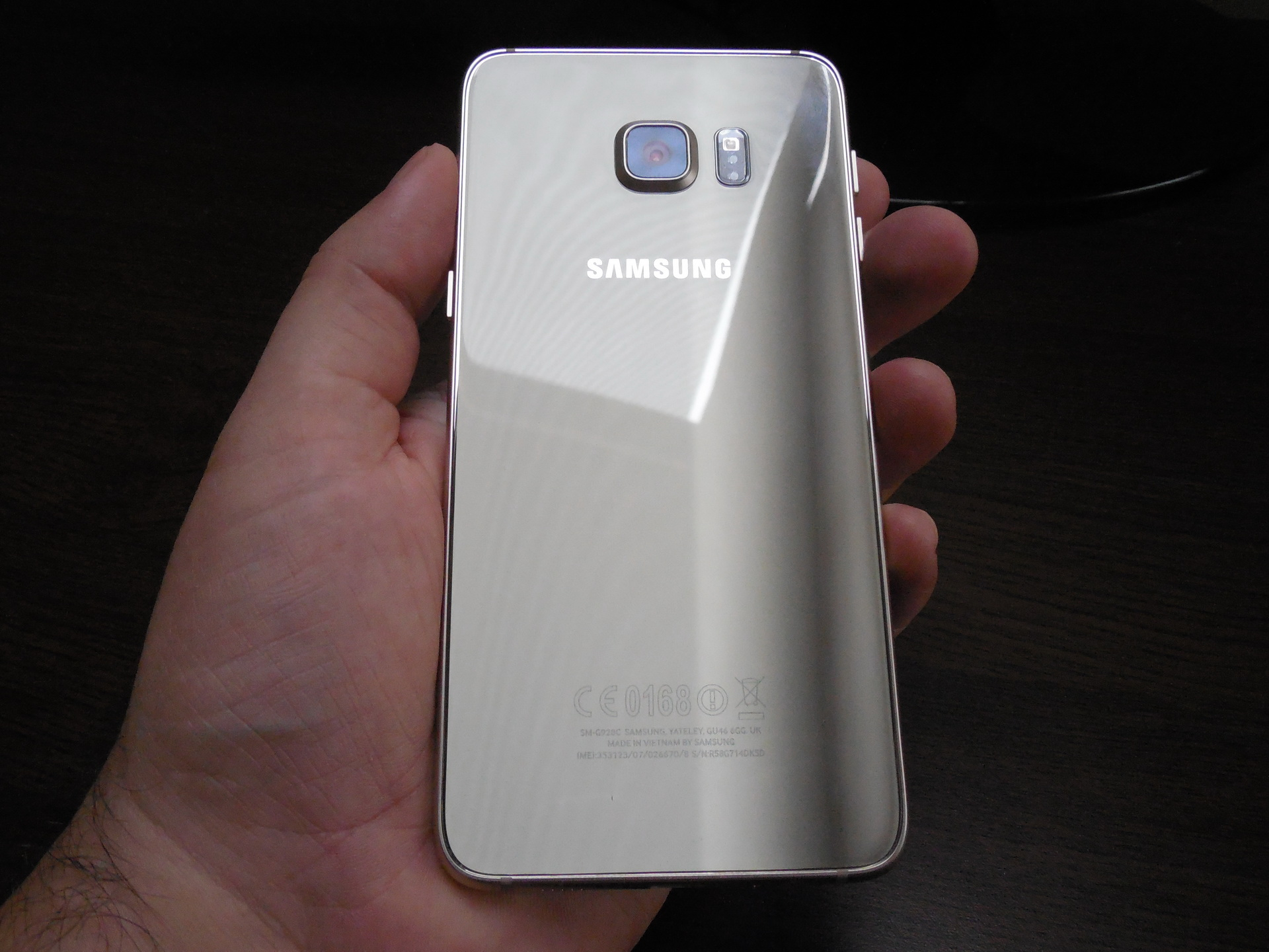 Galaxy s6 capacitive buttons the android soul - Samsung Galaxy S6 Edge Review Stunning And Gorgeous Phablet That Doesn T Take Full Advantage Of Its Edge Video Gsmdome Com