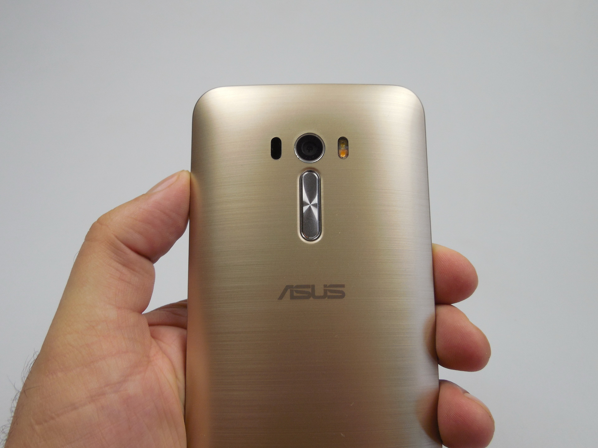 asus zenfone selfie review zd551kl best selfie phone of. Black Bedroom Furniture Sets. Home Design Ideas