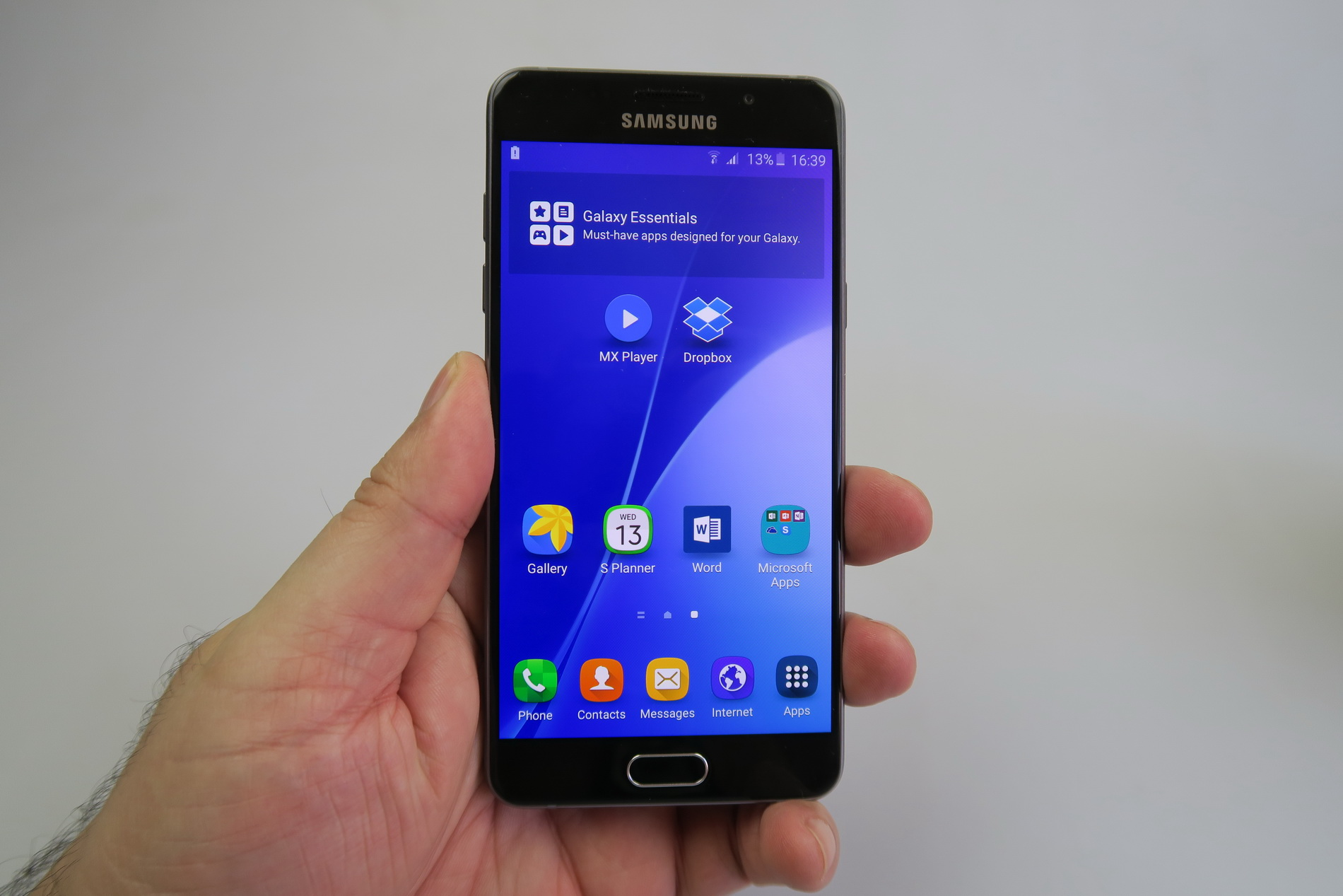 samsung galaxy a5 2016 review the real galaxy s6 mini. Black Bedroom Furniture Sets. Home Design Ideas