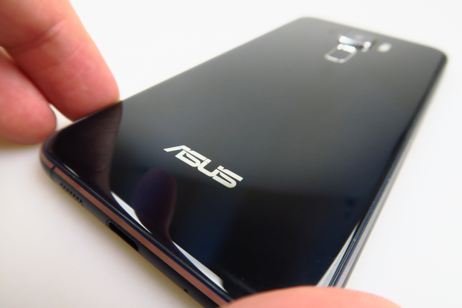 asus zenfone 3 ze520kl review improved design camera and basically everything from zenfone 2. Black Bedroom Furniture Sets. Home Design Ideas