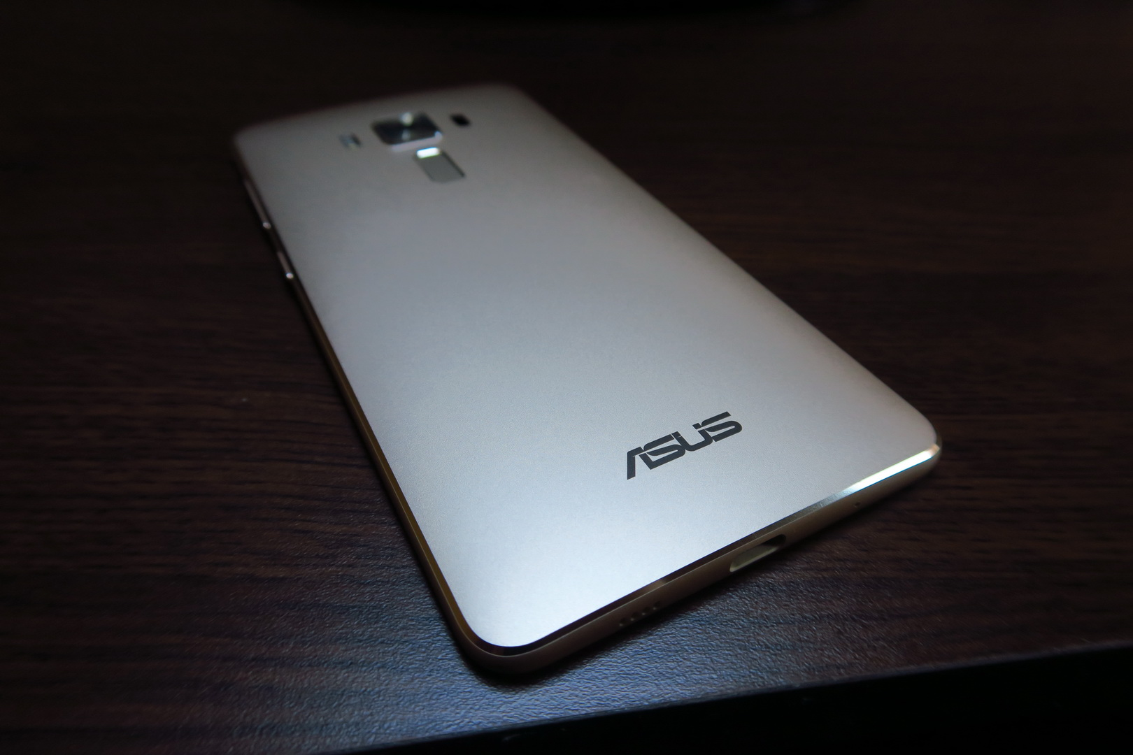asus zenfone 3 deluxe review gamers and media lovers. Black Bedroom Furniture Sets. Home Design Ideas
