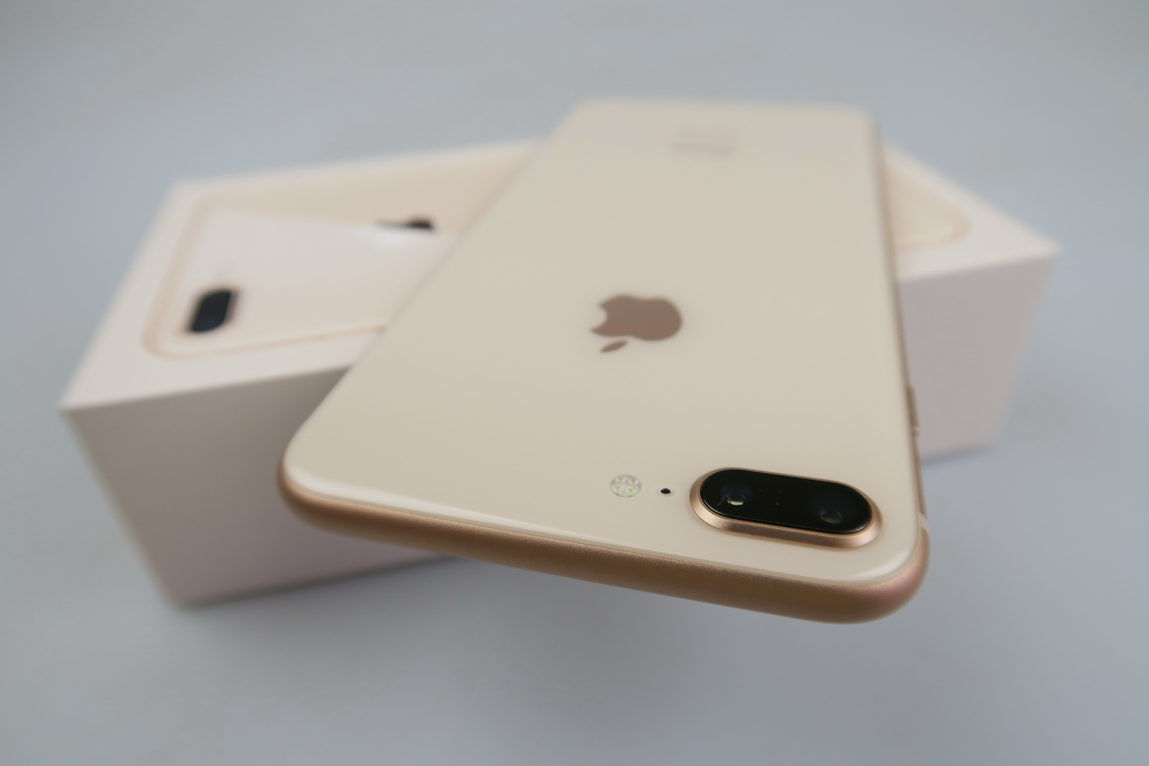 iPhone 8 Plus Unboxing: Too Big for Its Own Good, Glass and Wireless  Charging Are the Main Changes (Video) | GSMDome.com