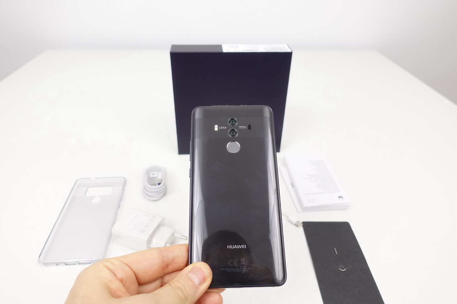 2d5b037a0984 Huawei Mate 10 Pro Unboxing  Pinch of Leica